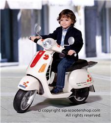Kid sur vélomoteur